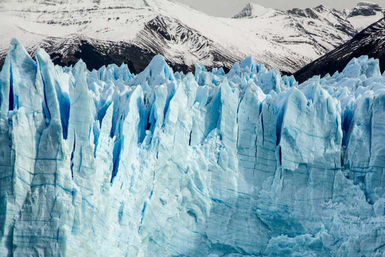 Perito Moreno Glacier: View of the ice wall from the boat