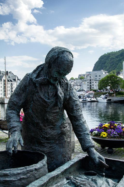 Sculpture-of-The-Herring-Wife-Alesund-Norway