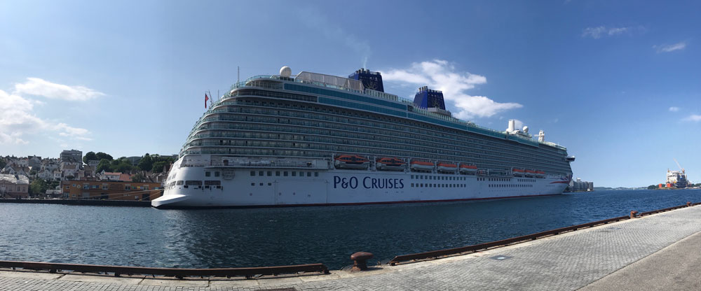 the p and o britannia cruise ship berthed