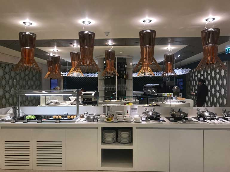 Qatar Airways Lounge Bangkok Airport: Breakfast Buffet