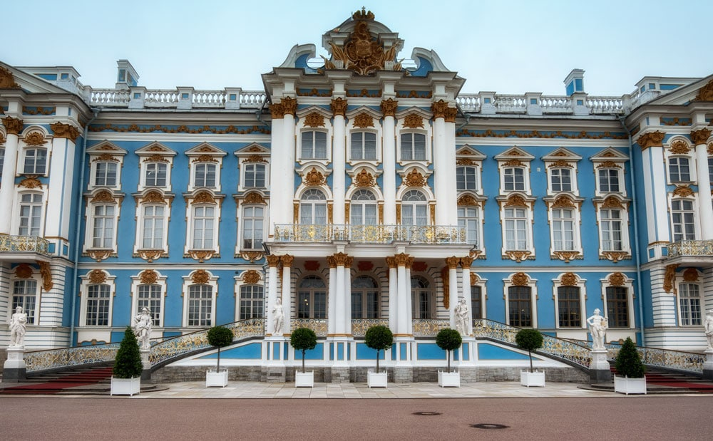 blue and white exterior of Catherine Palace st petersburg