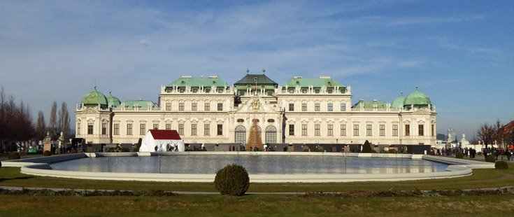 exterior of belvedere-palace-vienna-at-christmas