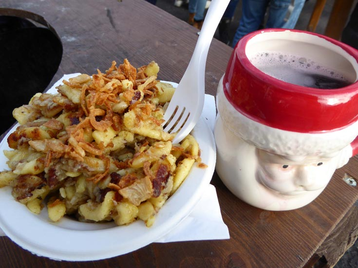 food-at-christmas-market-vienna