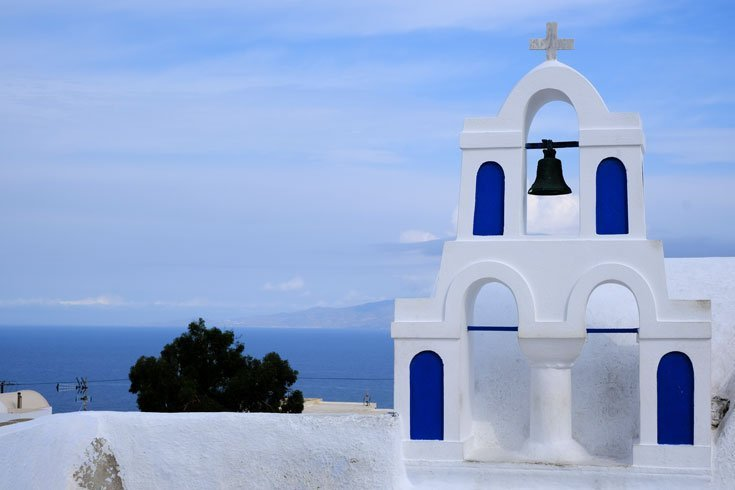 church-in-oia-santorini