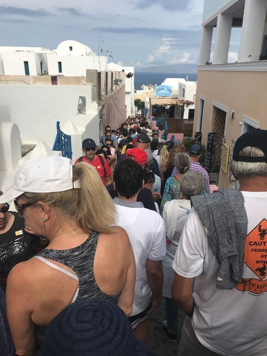 crowds-in-oia-santorini