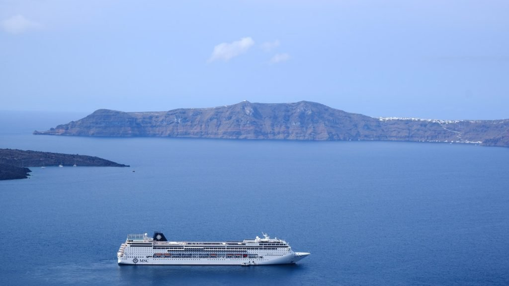 cruise-ship-anchored-off-santorini