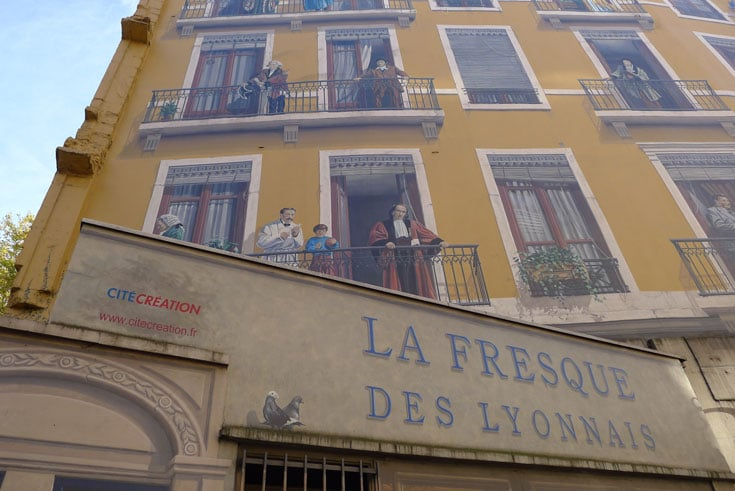 fresco-on-side-of-building-in-lyon