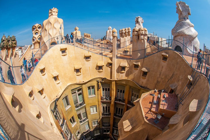curved-gaudi-architecture-in-barcelona