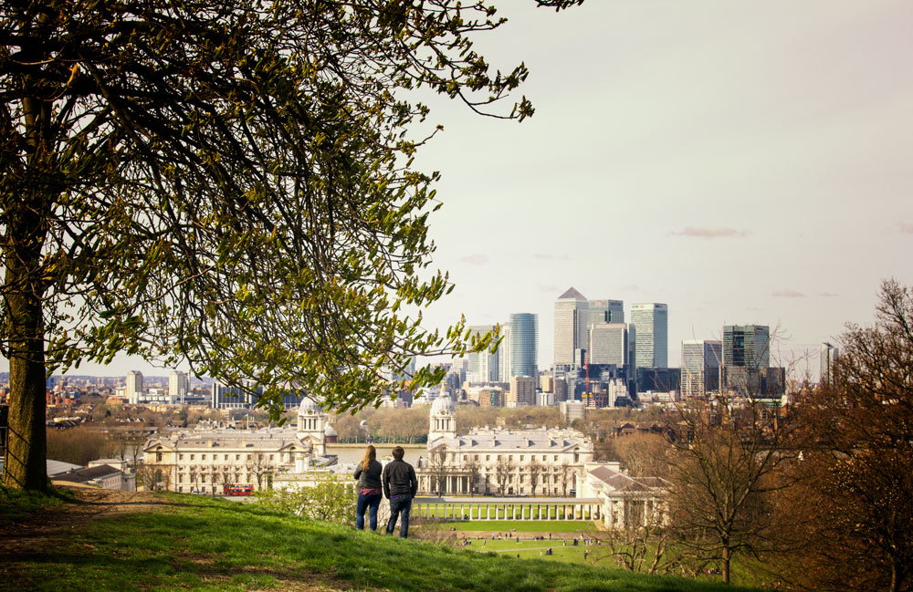two people looking at canary-wharf-london-from-greenwich-park