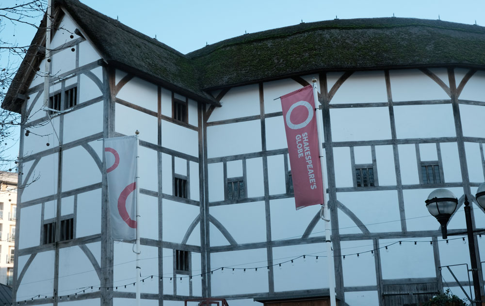 exterior of shakespeares globe theatre london